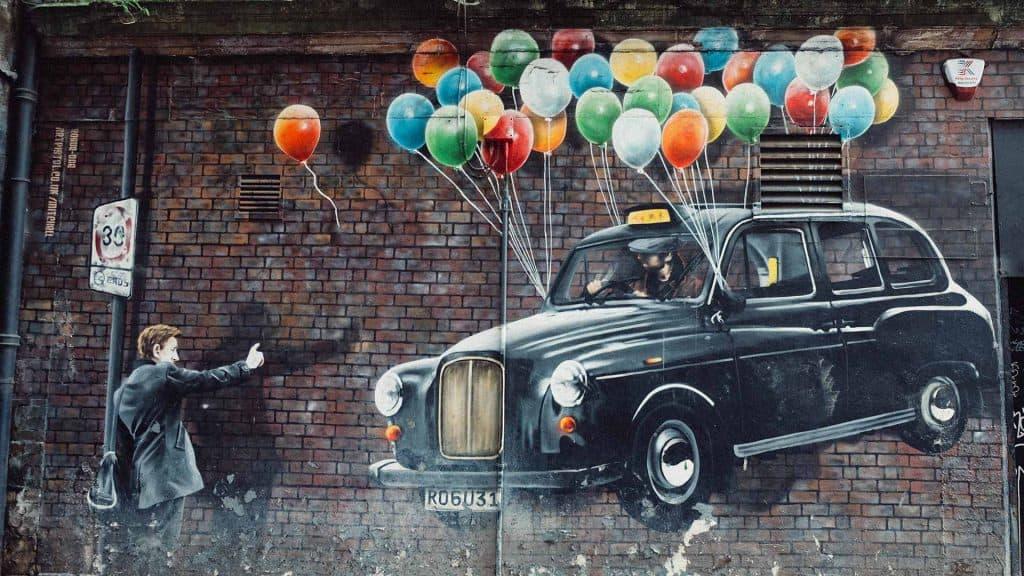 Graffiti Black Cab mit Luftballons